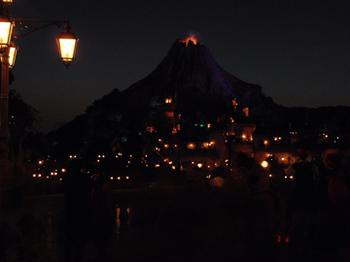 171029_ディズニーハロウィーン_火山_7.jpg
